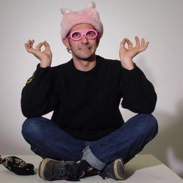 Pourquoi vous ne devriez plus jeter vos cartons? Rencontre avec Stephane Munoz, cartonniste de génie.